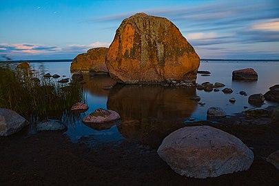 Iconic boulders near Kasmu Captain village.jpg