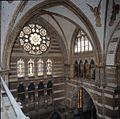 Interieur, overzicht van de oost- en noordmuur van het noorder transept, gezien vanaf de galerij - 's-Gravenhage - 20380058 - RCE.jpg
