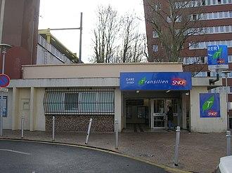 Issy station - Entrance
