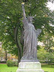 Medaille statue de la libert statue of liberty bartholdi - Jardin du luxembourg statue of liberty ...