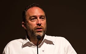 Jimmy Wales during his keynote speech at Wikimania 2013.jpg