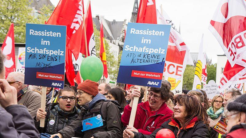 File:Köln stellt sich quer - Tanz die AfD -2405.jpg