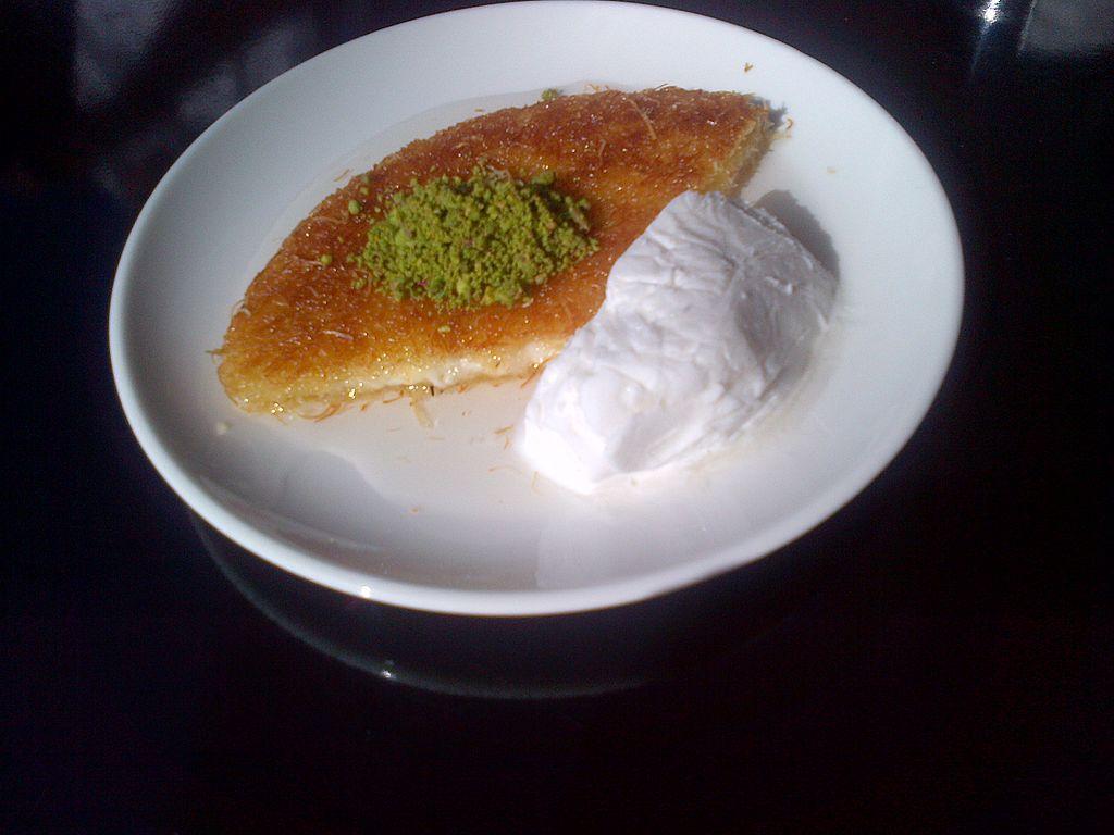 Künefe and dondurma