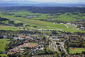 Kaufbeuren Air Base - Image: Kaufbeuren Fliegerhorst und Bahnhof