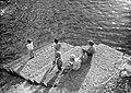 Kinderen aan zee - Children at the sea (3587782183).jpg