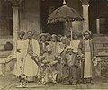 King of Kannur - the Ali Raja - with his entourage (cropped).jpg