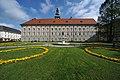 Klagenfurt Innere Stadt Landhaushof 1 Landhaus S-Ansicht mit Park und Brunnen 25042009 8136.jpg