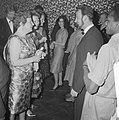 Koningin Juliana en de prinsessen Beatrix en Irene zijn in de Kleine Komedie voo, Bestanddeelnr 913-7734.jpg