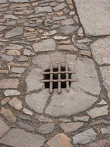 http://upload.wikimedia.org/wikipedia/commons/thumb/0/03/Kutn%C3%A1_hora_cobblestones5.jpg/220px-Kutn%C3%A1_hora_cobblestones5.jpg