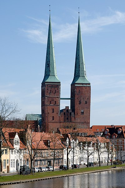 File:Lübeck Dom-von-Westen 070311.jpg