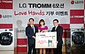 LG '트롬', 미혼모 위해 '고객의 온정' 전달(8).jpg