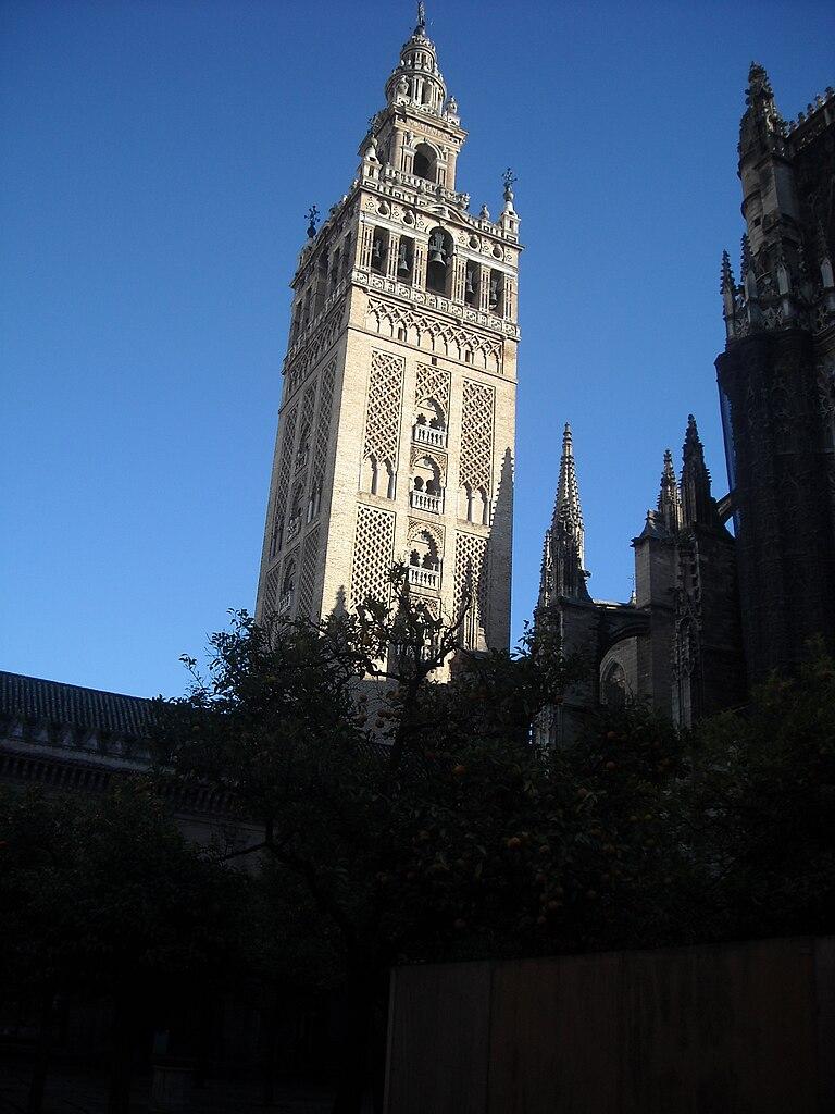 File:La Giralda de Catedral de Santa María de la Sede, Sevilla, España - 2010...