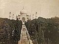 Le Taj Mahal en 1865-1866 (Agra) (8527796170).jpg