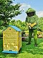 Le miel sera bon cette année. Mosaïcultures de Montréal 2013 - panoramio.jpg