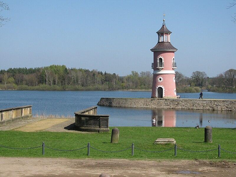 File:Leuchtturm Moritzburg 1.jpg