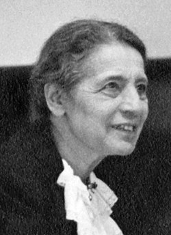 Lise Meitner (1878-1968), lecturing at Catholic University, Washington, D.C., 1946.jpg