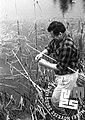 Ljubljančan Šavs mlajši jezeru za Iško ob lovu na žabe 1969.jpg