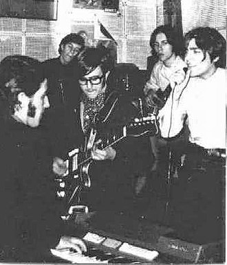 La balsa - Los Gatos performing in La Cueva in 1967, a Recoleta bar frequented by the first Argentine rock musicians.