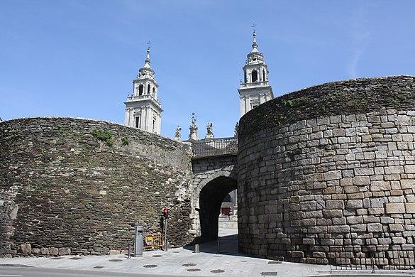 Lugo, Murallas 03-02b Porta de Santiago.JPG