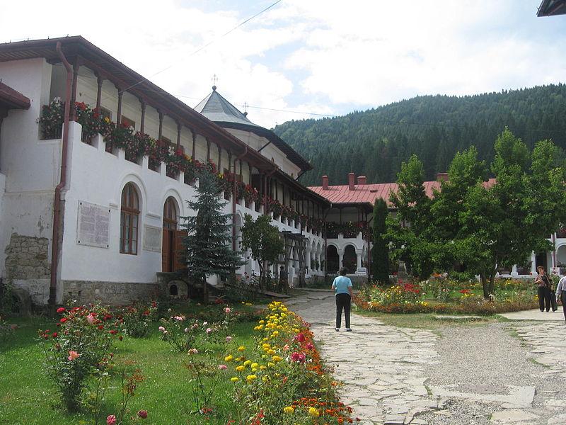File:Mănăstirea Agapia26.jpg