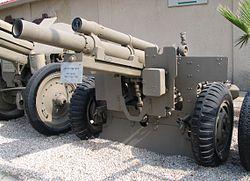 M2-105-mm-howitzer-batey-haosef-1.jpg
