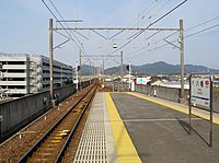 MT-Yawata Station-Platform.JPG