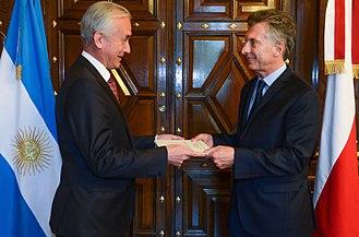 Argentina–Poland relations - Argentine President Mauricio Macri receiving the credentials of Polish Ambassador Marek Pernal; 2016.