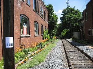 Main Street (Hamilton, Ontario) - Railway line at Main East, near Gage Avenue