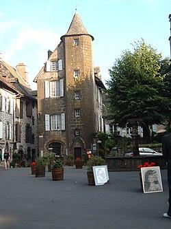 Maison de la Ronade à Salers.JPG