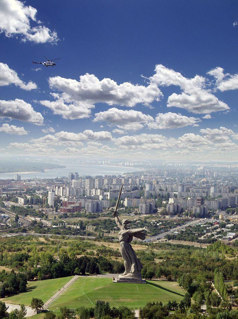 Panggilan Tanah Air di Volgograd adalah patung wanita paling tinggi di dunia (tidak termasuk alas).