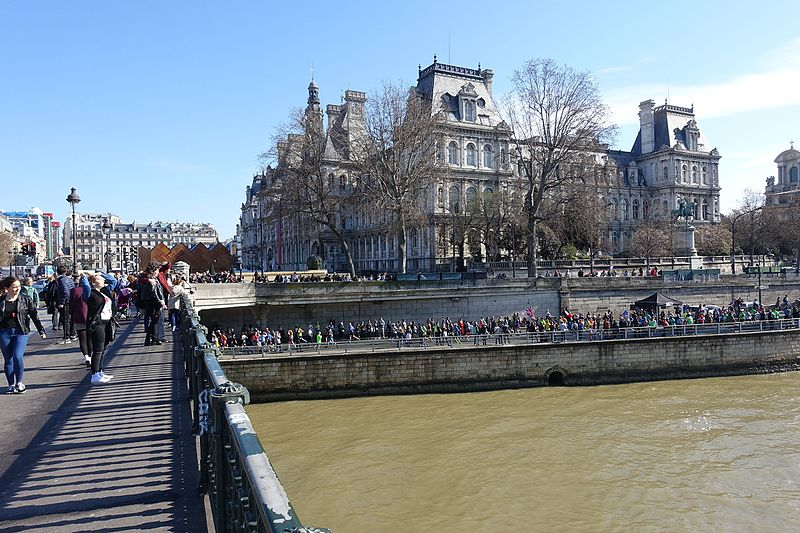 File:Marathon @ Paris (26208464185).jpg
