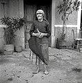 Marija Lipovec, 76 let (pri Polezovih), oblečena za na polje, Ritomeče 1955.jpg