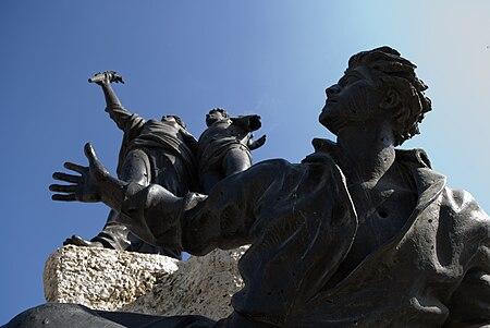 تمثال الشهداء.