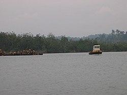 Mayumba remorqueur lagune.jpg