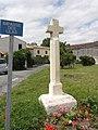 Mazeray (Charente-Maritime) croix de chemin impasse des Lilas.JPG