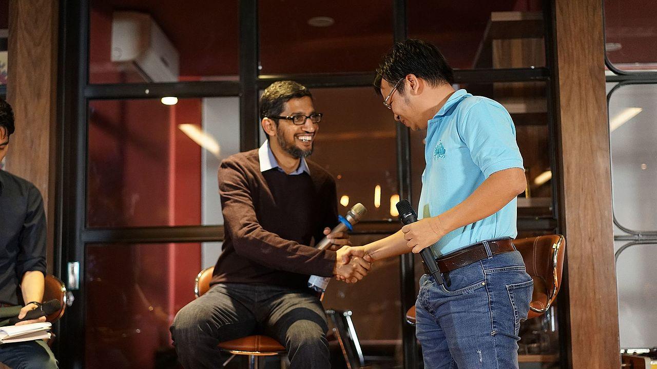 Meet Google CEO Sundar Pichai @Hanoi, Vietnam (23551593399).jpg
