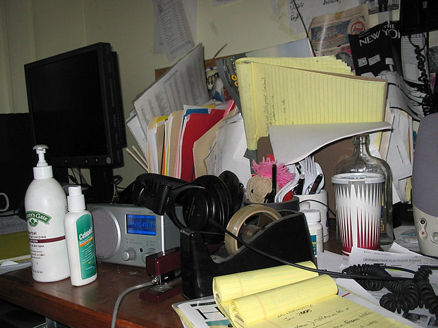 Messy desk, Author Sugar Pond, Source Mess (CC BY-SA 2.0 Generic ).