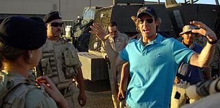 Michael Bay sul set di Transformers nel 2006.