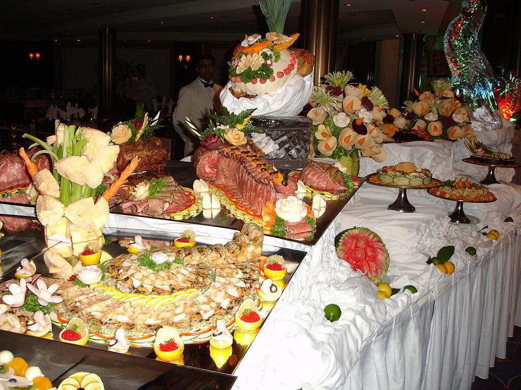 File midnight buffet wikimedia commons - Sideboard deko ...