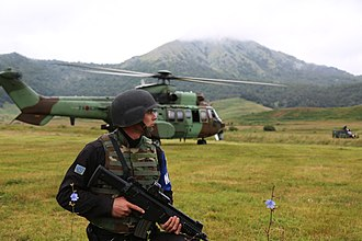 Law enforcement in Albania - A member of the PU in joint training with the Albanian Air Forces