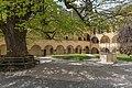 Millstatt Benediktinerstift Arkadenhof mit Linde und Brunnen 2004201 2295.jpg