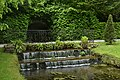 Mini-cascades et sa décoration verte (28946644856).jpg