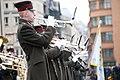 Ministru prezidents Valdis Dombrovskis piedalās ziedu nolikšanas ceremonijā pie Brīvības pieminekļa (6357967401).jpg