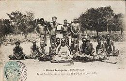 https://upload.wikimedia.org/wikipedia/commons/thumb/0/03/Mission_catholique_de_Brazzaville_-_le_roi_Makoko_-_Soci%C3%A9t%C3%A9_de_G%C3%A9ographie_(1907).jpg/260px-Mission_catholique_de_Brazzaville_-_le_roi_Makoko_-_Soci%C3%A9t%C3%A9_de_G%C3%A9ographie_(1907).jpg