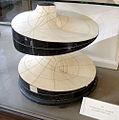 Modell einer Minimalfläche mit einer Lemniskate als geodätischer Linie.jpg