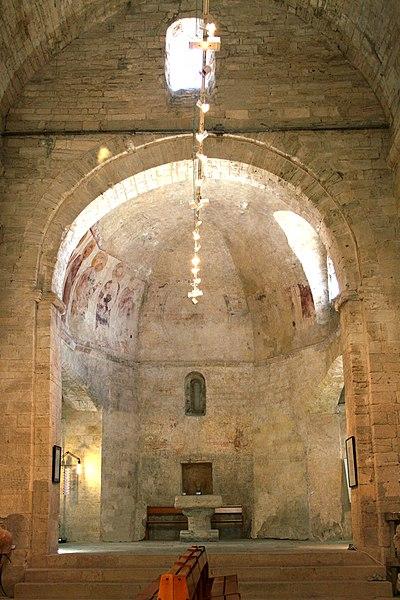 Montbazin (Hérault) - Chapelle castrale Saint-Pierre - Chœur décoré de fresques romanes.