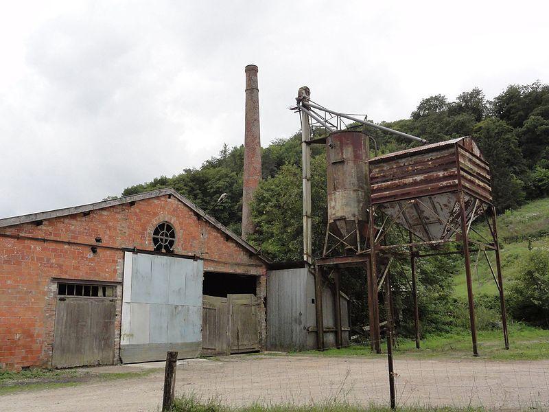 Montplonne (Meuse) ancienne usine avec cheminée