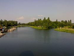 Mouth of Chrudimka into Elbe.jpg