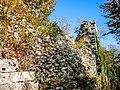 Muraille et vestiges de la tour d'angle sud.jpg