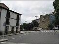 Muralha entre a Alameda e o Toural vista de perto do posto de turismo.jpg